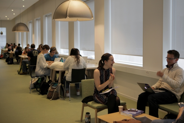 students-studying-between-class-2