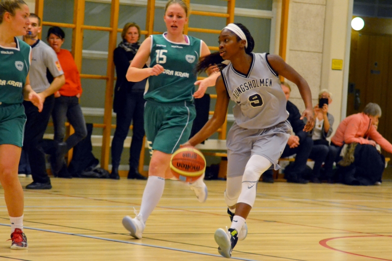FA17_STO Kayla Basketball Game_Kungsholmen_Zoe Chodak (9)